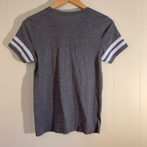 Hollister Tops - Hollister-T-Shirt. Size Small